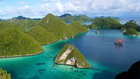 Sea Safari Cruise Around Remote Indonesia Islands