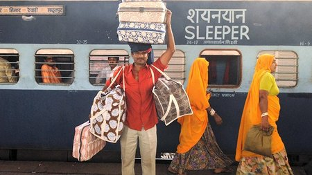 Suitcase Secrets: 10 Essential Items for India Holidays