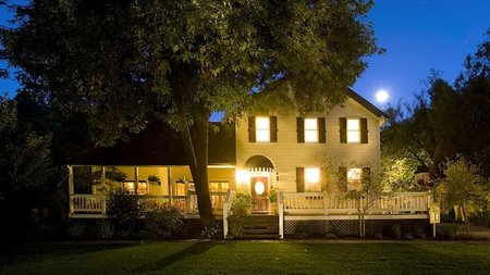 Sonoma's Farmhouse Inn Offers Two Holiday Travel Packages