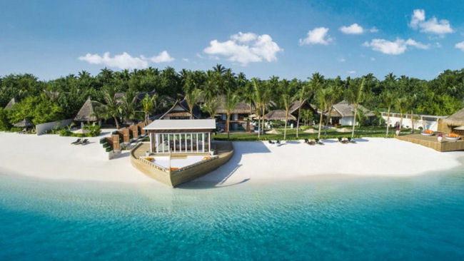 Inside Jumeirah Vittaveli's Lavish Five-bedroom Royal Residence