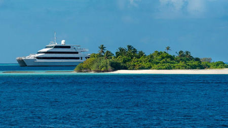 Manta Ray Expeditions in the Maldives with Four Seasons Explorer