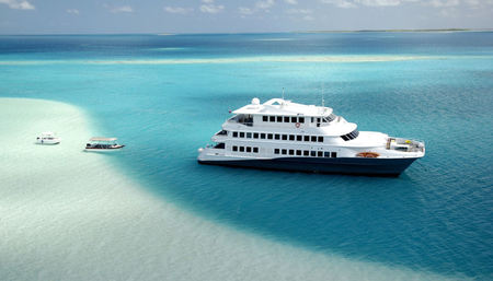 Add a 3-day Luxury Yacht Cruise to Your Tahiti Vacation