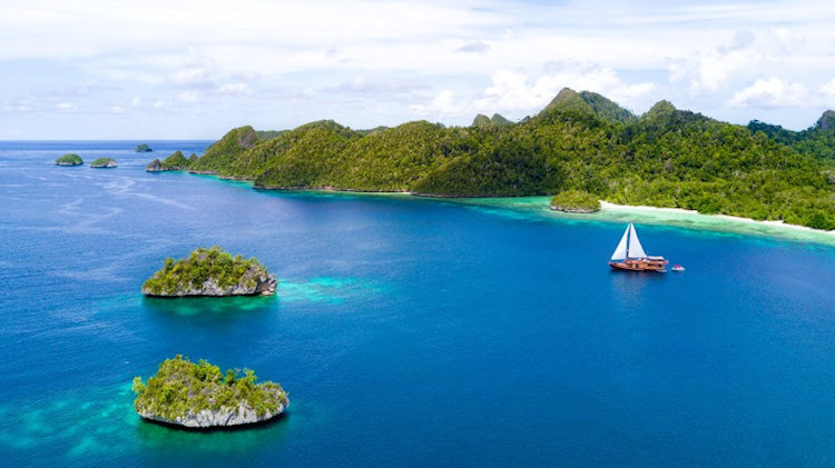 OceanScape Yachts - Visit The Coral Triangle For Unspoiled Natural Wonder