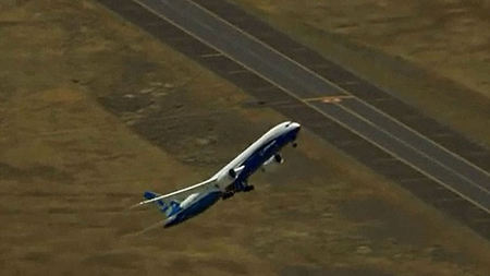 VIDEO: Boeing 787-9 Dreamliner's Near Vertical Takeoff!