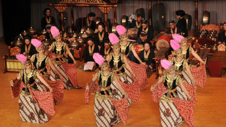 Royal Court Dances of Yogyakarta Open Louvre Abu Dhabi's First Season