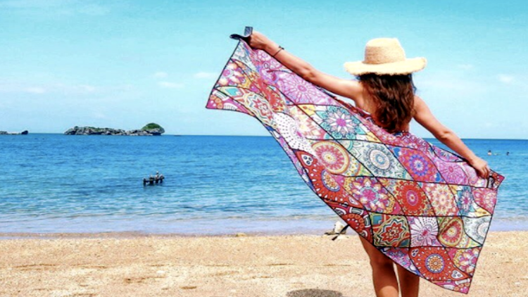 Tesalate - An innovative, sand-repellent beach towel