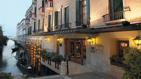 Experience the Magic of Venice at Christmas at the Luna Hotel Baglioni