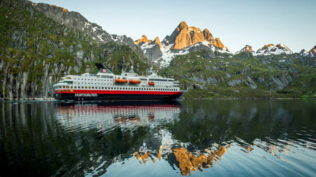 Hurtigruten Announces Risk-Free Bookings