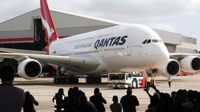 Largest Airplane Luxury : Qantas debuts world s biggest plane on longest flight