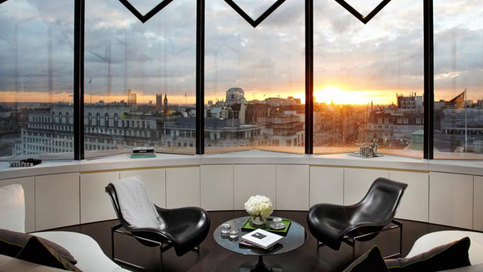 london 39 s top 6 rooftop penthouse hotel suites. Black Bedroom Furniture Sets. Home Design Ideas
