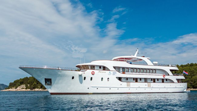 Island Hopping The Dalmatian Coast Via Luxury Yacht
