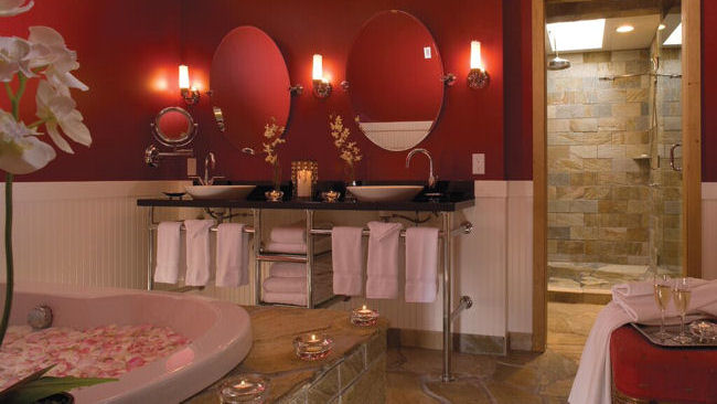 The Edgewater Hotel romantic bath
