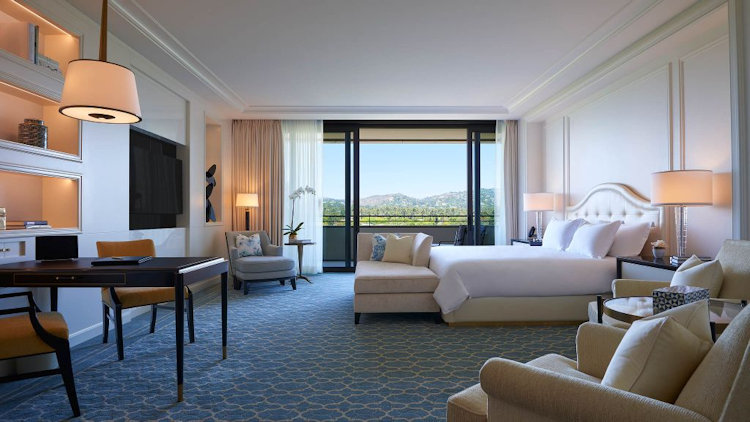 Waldorf Astoria Beverly Hills guest room