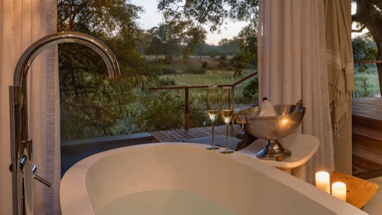 Dulini River lodge bathtub