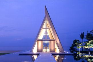 Conrad-Bali-chapel-night