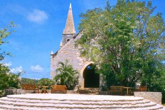 Raffles-Canouan-wedding-chapel